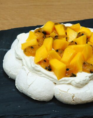 Pavlova mangue et fruit de la passion